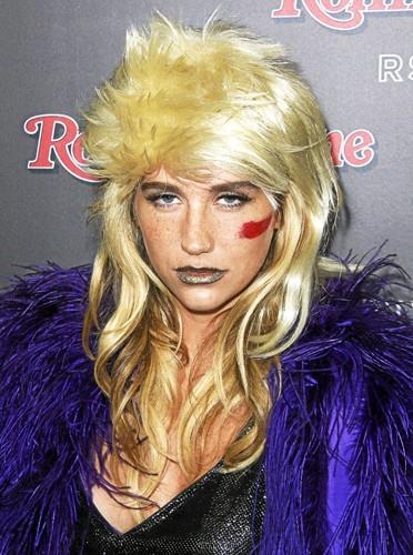 Les lèvres colorées de Kesha