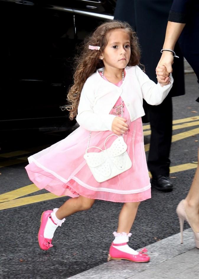 La fille de J-Lo et son petit noeud dans les cheveux