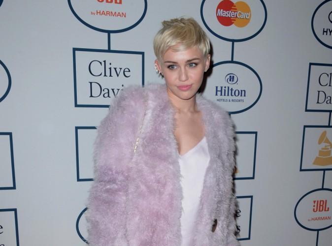Beauté : Miley Cyrus : victime d'acné, elle était la risée du collège !