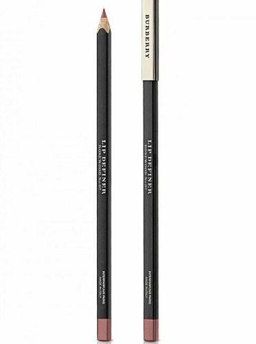 Crayon contour des lèvres, Lip Definer, N°7, Burberry Beauty. 18 €.