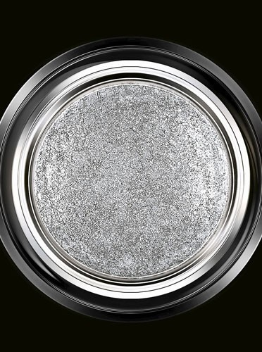 Fard à paupières, gris métallisé, Eyes to Kill, Giorgio Armani. 36 €.
