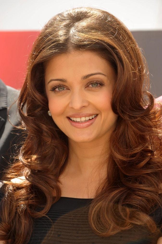 Festival de Cannes 2011 : la coiffure brushing gonflé d'Aishwarya Rai en 2010 !