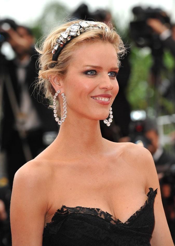 Festival de Cannes 2011 : la coiffure headband d'Eva Herzigova en 2010 !