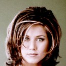 Jennifer Aniston : ses cheveux avec une coupe carrée dégradée en octobre 2001
