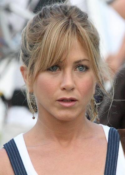 Jennifer Aniston : ses cheveux avec une frange en avril 2008