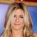 Jennifer Aniston : ses cheveux longs avec un brushing naturel en février 2011
