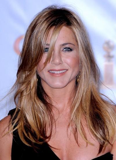 Jennifer Aniston : ses cheveux longs avec un brushing naturel en janvier 2010