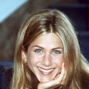 Jennifer Aniston : ses cheveux longs avec un brushing naturel en juin 1998