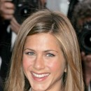 Jennifer Aniston : ses cheveux longs dégradés en mai 2004