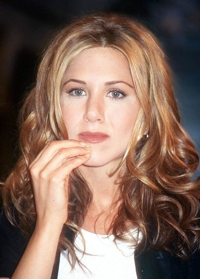 Jennifer Aniston : ses cheveux longs ondulés en décembre 1997