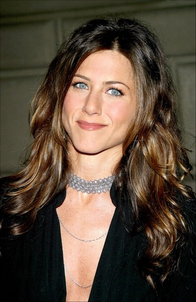 Jennifer Aniston : ses cheveux longs ondulés en janvier 2003