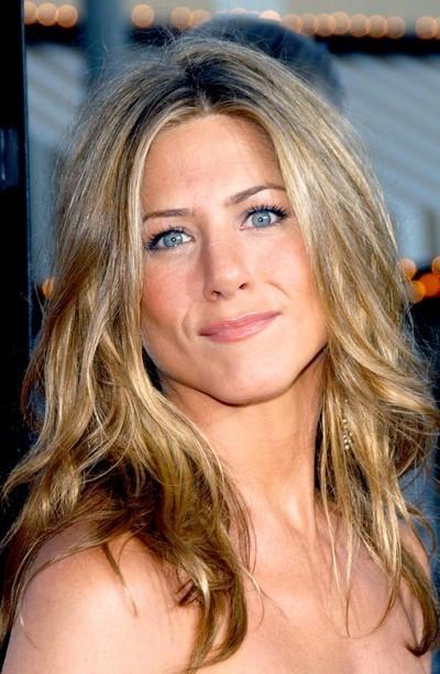Jennifer Aniston : ses cheveux longs ondulés en mai 2006