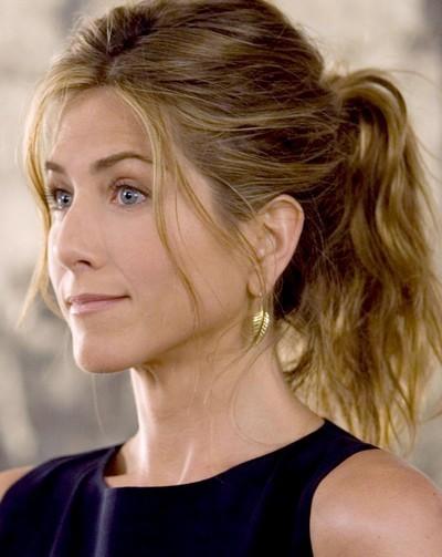 Jennifer Aniston : une coiffure queue de cheval en mai 2006