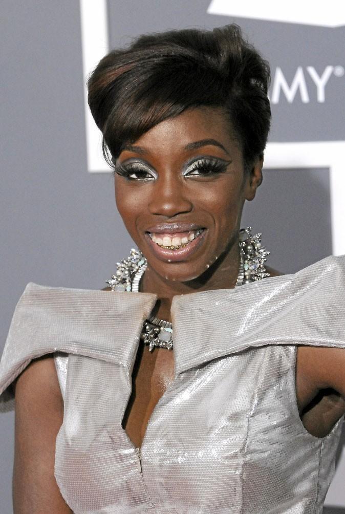 Coiffure courte femme garconne coiffure dame 60 ans salon thlvpz - Coupe courte afro americaine ...