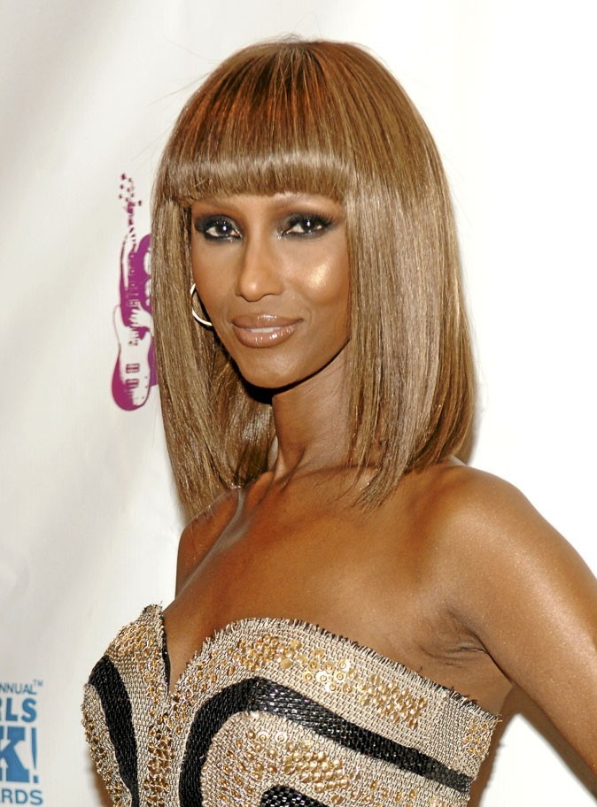 Cheveux afro : le carré lisse avec frange d'Iman