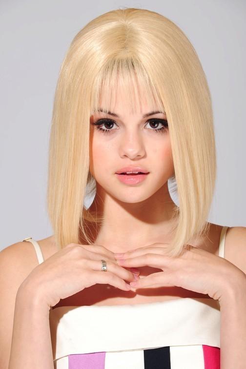 Selena Gomez blonde comme les blés