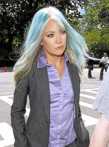Cheveux bleu Schtroumpfette : Kate Hudson