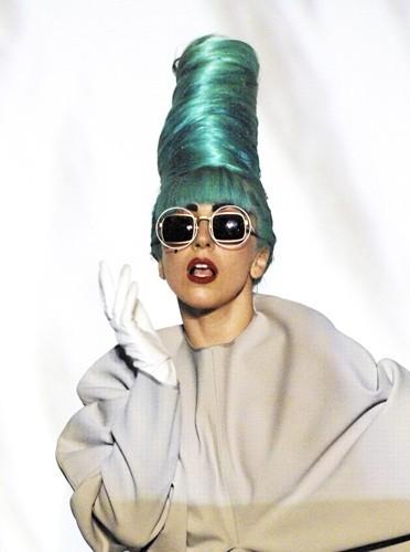 Cheveux bleu Schtroumpfette : Lady Gaga