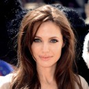 Star brune : les cheveux marron glacé d'Angelina Jolie