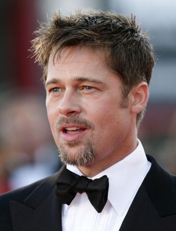 Coiffure de Brad Pitt : des cheveux ébouriffés en 2008