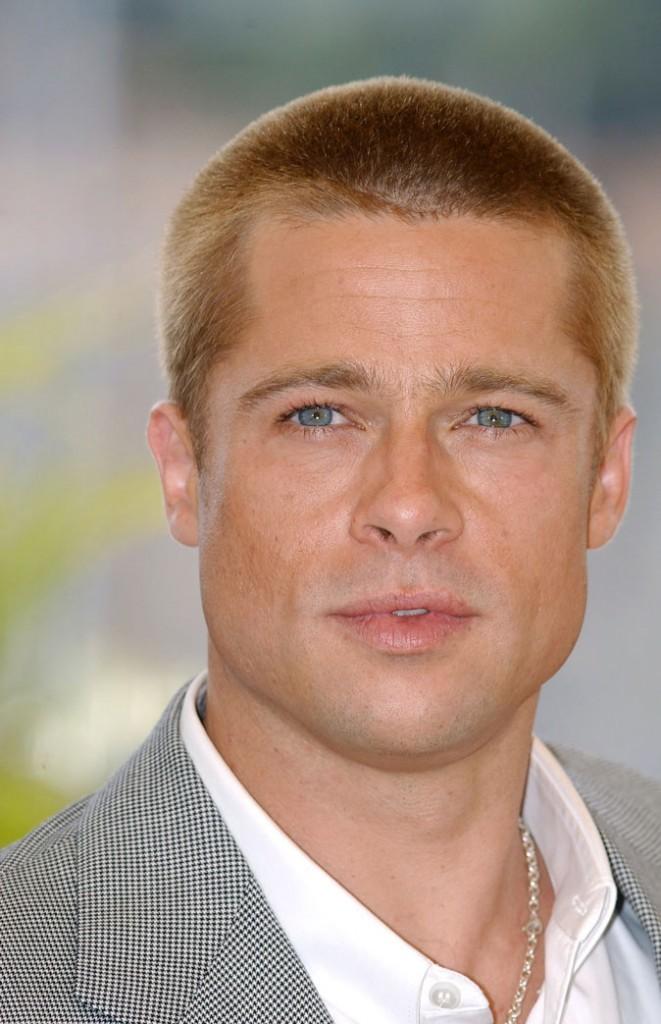 Coiffure de Brad Pitt : des cheveux rasés en 2004
