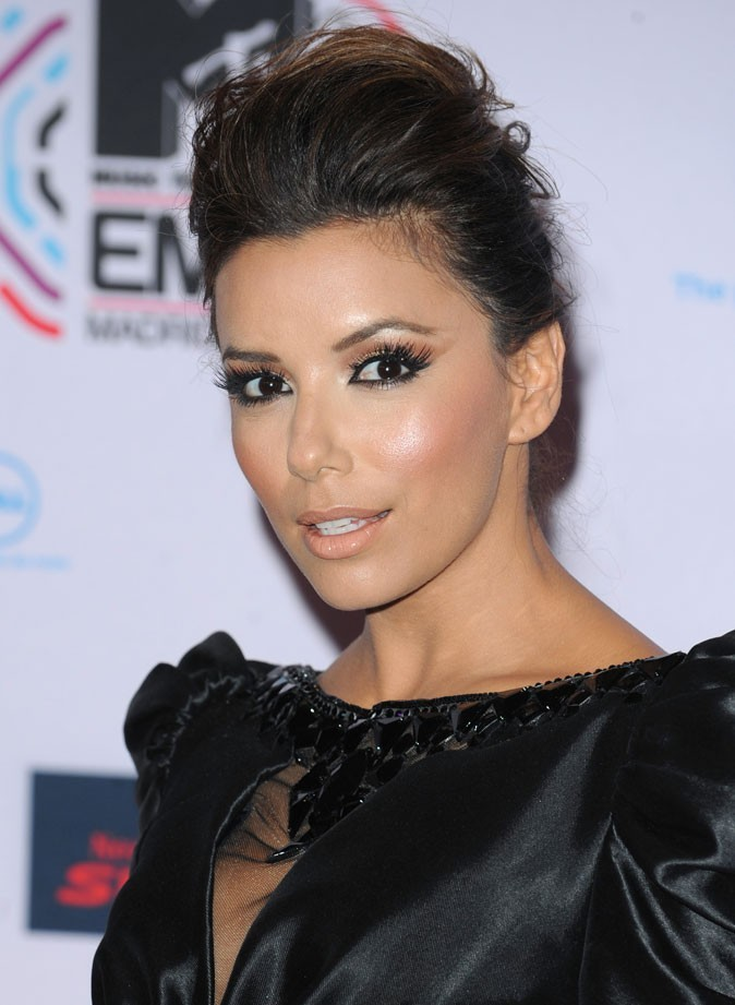coiffure de star volution des coupes de cheveux d 39 eva longoria. Black Bedroom Furniture Sets. Home Design Ideas