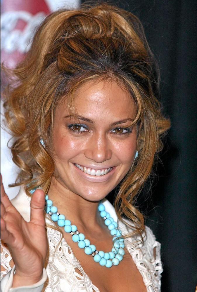 Coiffure de star : la choucroute bicolore de Jennifer Lopez en 2002 !