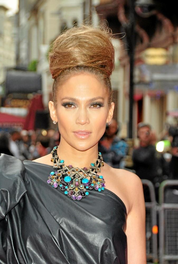Coiffure de star : le chignon haut de Jennifer Lopez en 2010 !