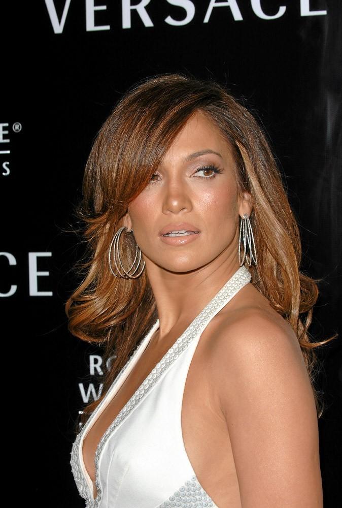 Coiffure de star : les cheveux lisses de Jennifer Lopez en 2007 !