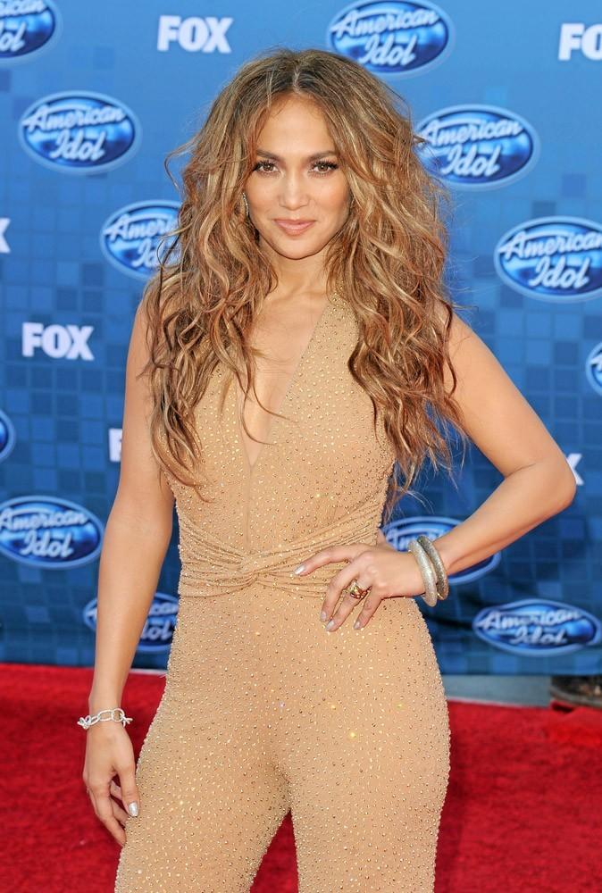 Coiffure de star : les cheveux longs bouclés de Jennifer Lopez en 2011 !