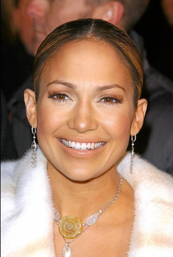Coiffure de star : les cheveux tirés de Jennifer Lopez en 2002 !