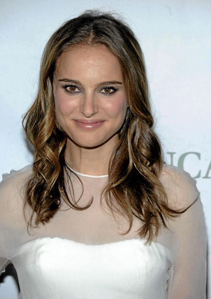 Coiffure de star : le brushing wavy de Natalie Portman en 2010