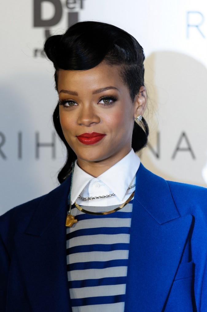 Coiffure de star : la coiffure rétro de Rihanna en novembre 2012