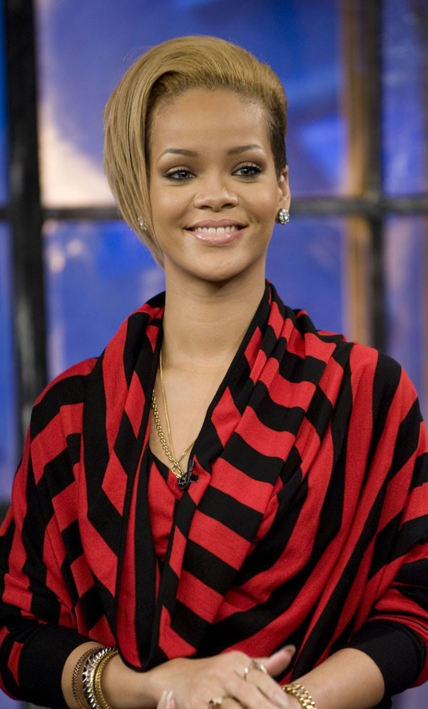 Coiffure de star : la coloration blonde de Rihanna en 2009