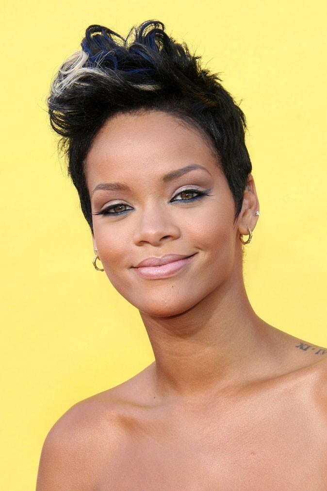 Coiffure de star : la mèche blonde sur cheveux courts de Rihanna en 2008