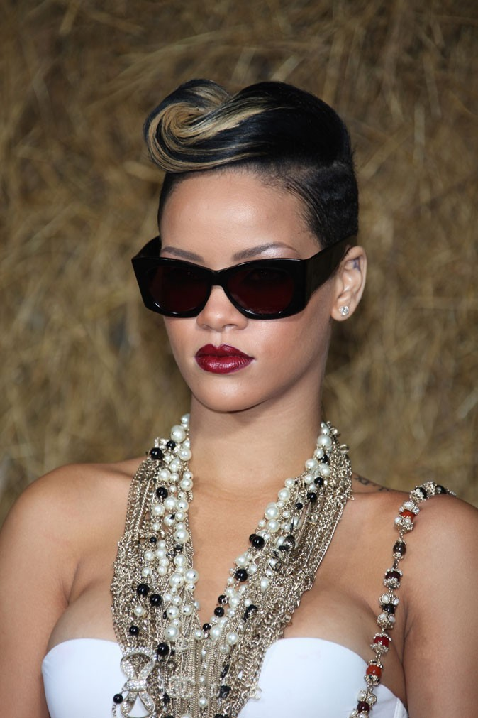 coiffure de star le cv capillaire de rihanna. Black Bedroom Furniture Sets. Home Design Ideas