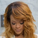 Coiffure de star : le wavy blong de Rihanna en juin 2013