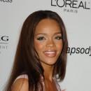 Coiffure de star : les cheveux longs lisses de Rihanna en 2007