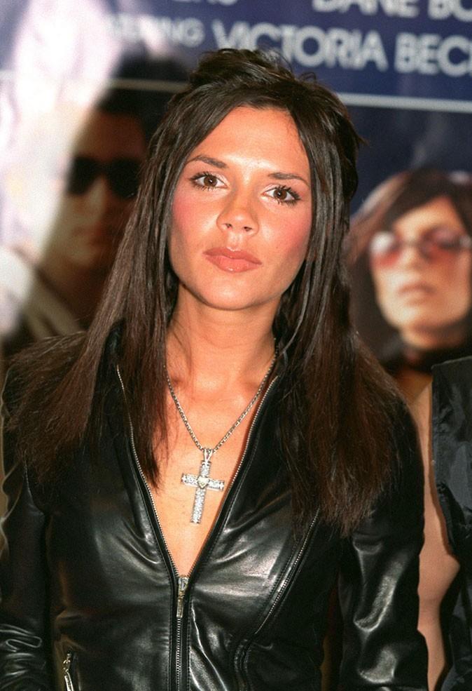 La demi-queue sur cheveux longs de Victoria Beckham en 2000 !