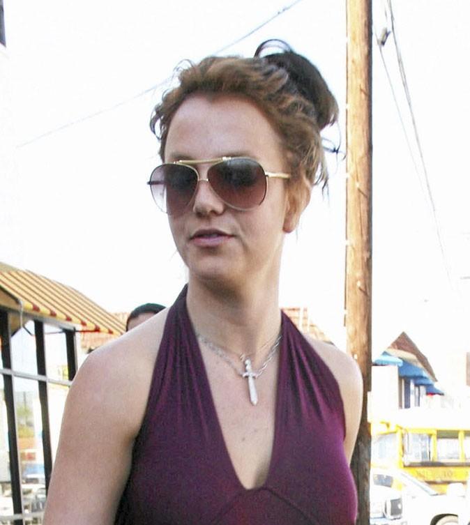 Coiffure de star : le chignon flou sur cheveux bruns de Britney Spears en 2007