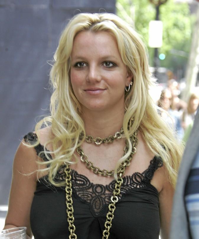 Coiffure de star : les cheveux blonds bouclés de Britney Spears en 2006