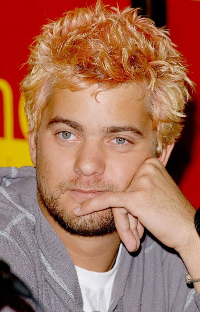Coiffure de star : les cheveux blond décoloré de Joshua Jackson