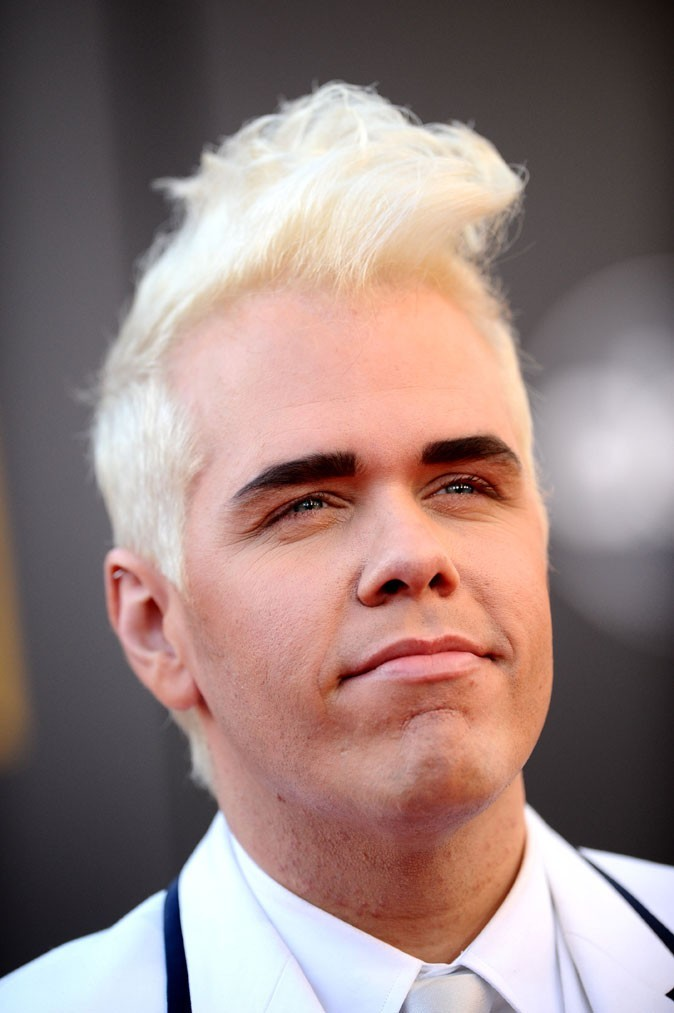 Coiffure de star : les cheveux blond décoloré de Perez Hilton