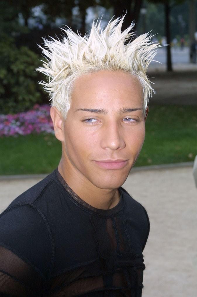 Coiffure-de-star-les-cheveux-blond-decol