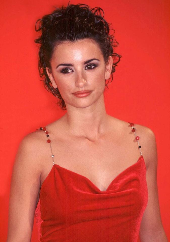 Coiffure de Penélope Cruz : les cheveux bouclés en 1998