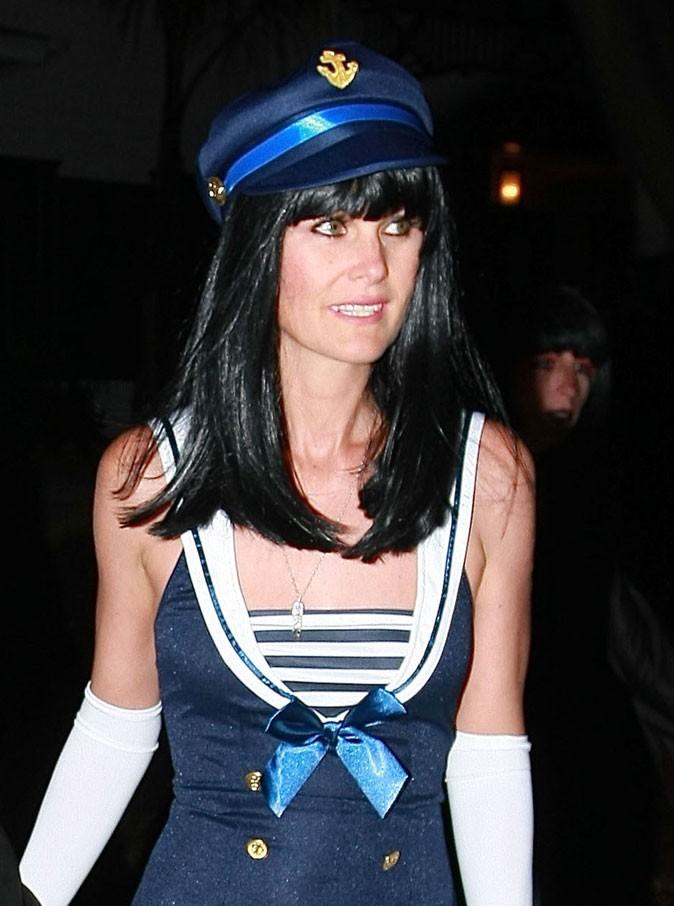 Coiffure de star : la perruque noire de Laeticia Hallyday en octobre 2010