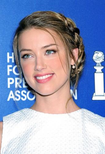 Devenez la reine de la soirée comme Amber Heard avec la couronne de tresse !