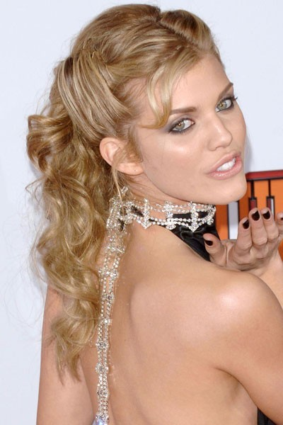coiffure maquillage de star tous les beauty looks d 39 annalynne mccord. Black Bedroom Furniture Sets. Home Design Ideas