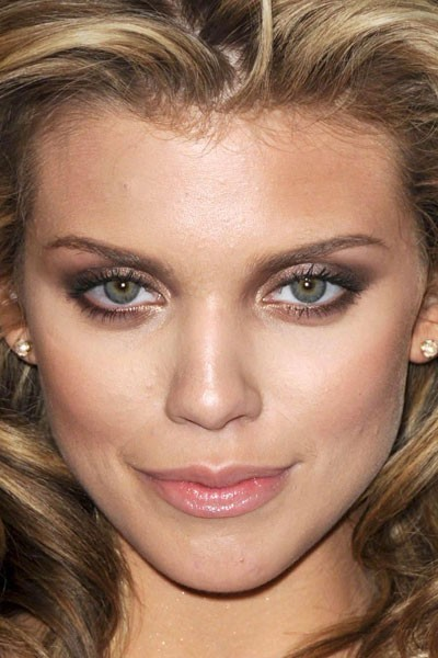 Maquillage de star : le make-up marron d'AnnaLynne McCord