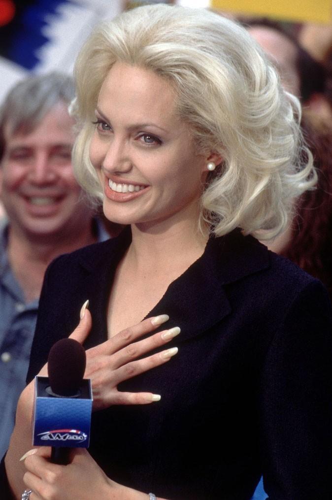 Angelina Jolie : des cheveux blonds en 2002 pour le film Life or Something Like it